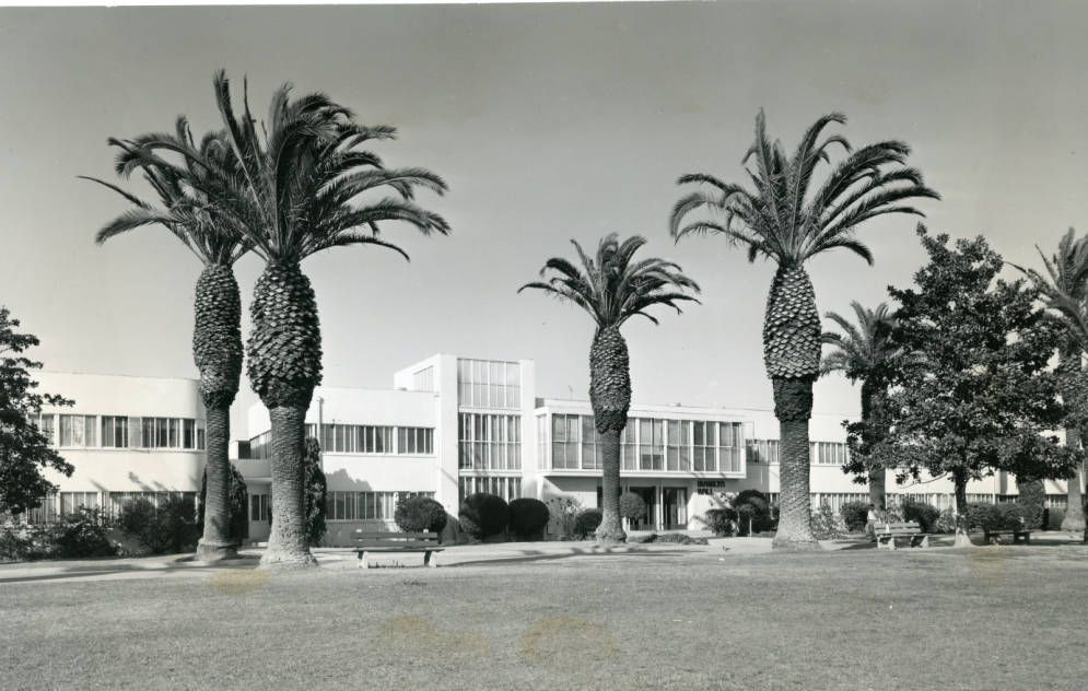 Marilyn_Hall_on_the_Los_Angeles_campus_1950s.jpg