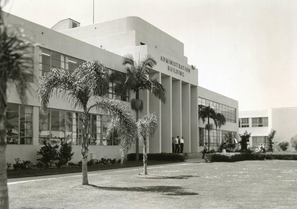 Pepperdine_College_Administration_Building_late_1950s.jpg
