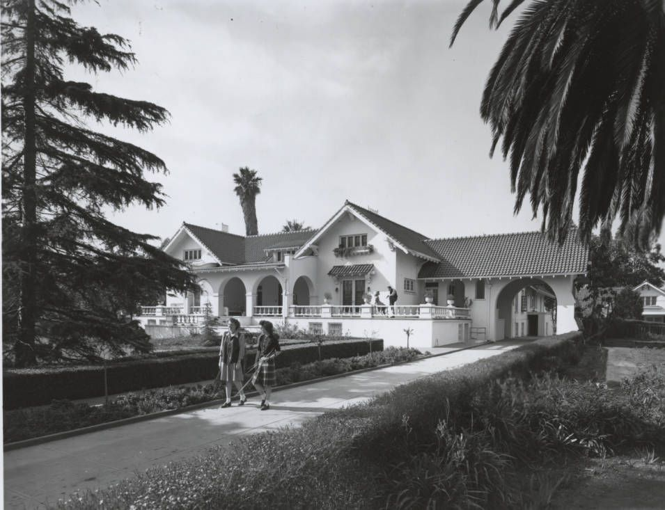 Presidents_Home_at_Geroge_Pepperdine_College_1944.jpg