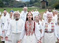 Review: Ari Aster's Second Film 'Midsommar' Takes Breakups to an Unsettling Level