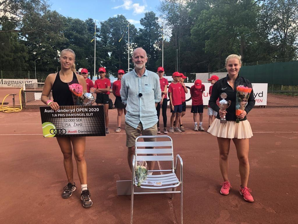 Zaar receives her award for the Audi Danderyd Tournament next to Tournament Director Kenneth Bergbom and finalist Fanny Östlund on Aug. 23. This was Zaar's last tournament before returning to Malibu on Friday. Photo courtesy of Lisa Zaar