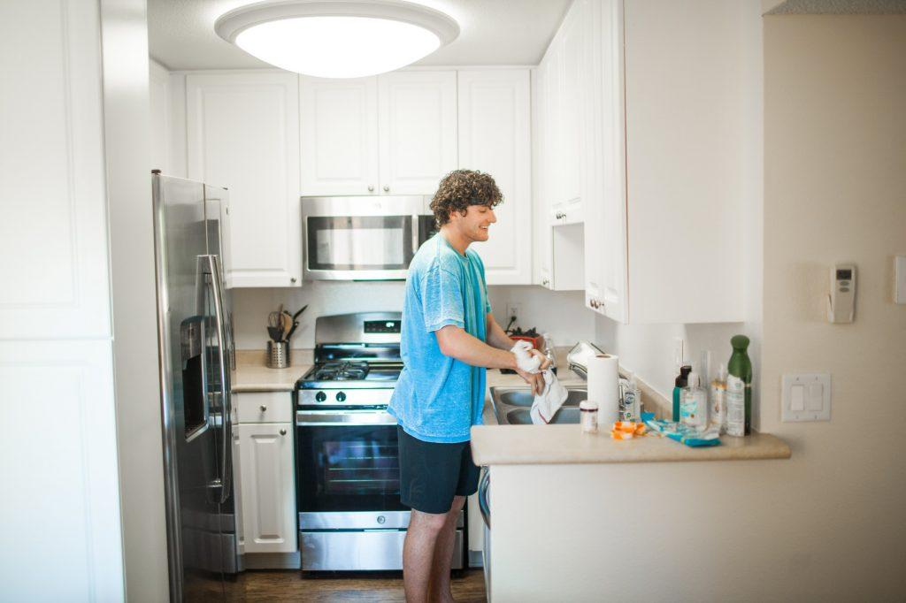 Junior Mikey Shahinian stands in his kitchen at the Malibu Canyon Apartments. Shahinian reunited with friends from his year abroad in Buenos Aires by moving to the Malibu area. Photo by Jaylene Ramli