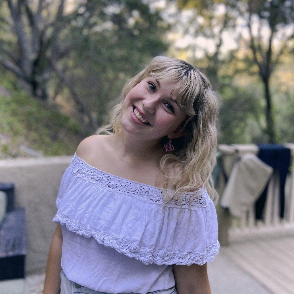 Senior Jolie Lowe poses outside of her Malibu apartment. Lowe said adjusting to a now socially distanced Malibu has been the biggest change from her time at home in Oregon this summer. Photo courtesy of Jolie Lowe
