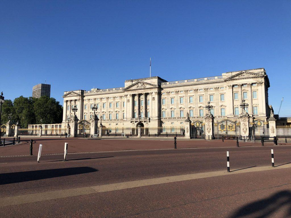 Associate Director for the London program Jenny Ryan takes a photo of Buckingham Palace in June 2020 when no tourists are around. The lockdown in the U.K. began March 23, about a week after Pepperdine students left London. Photo courtesy of Jenny Ryan