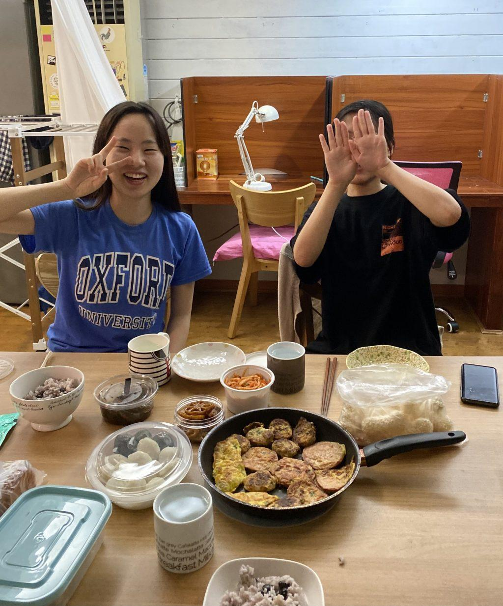 My two housemates and I share a Chuseok meal with Korean food and traditional rice cakes at our share house over the Chuseok holiday Oct 2. Our meal carried on for over two hours and was filled with an exchange of personal stories and cultural differences.